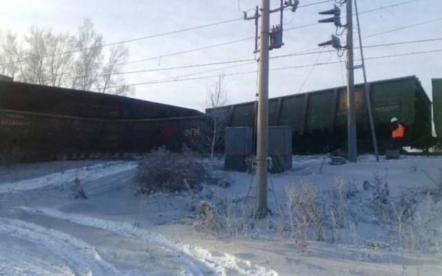 В сети появилось видео с места схода с рельсов вагонов в Иркутской области