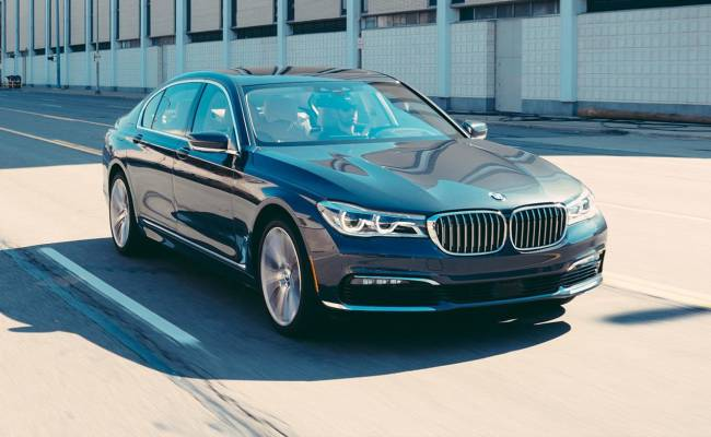 BMW отзывает в России седаны 5 и 7 серии из-за риска поломки двигателей
