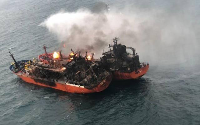 В Черном море четвертый день горят два танкера