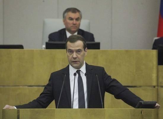 """Эксперты оценили идею Медведева считать бедных по-новому: """"Страна-чемпион по обещаниям"""""""