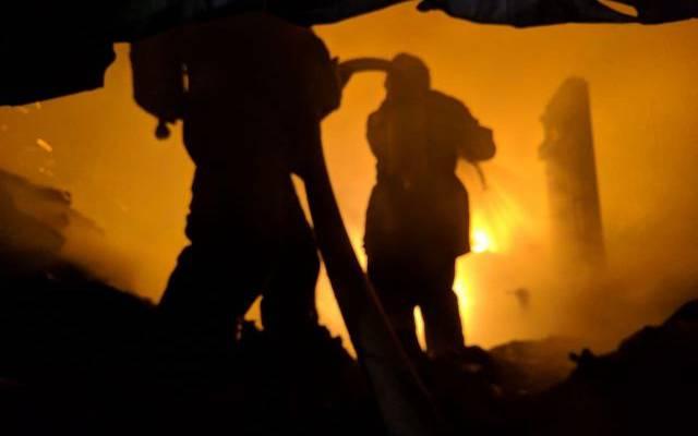 Спасатели локализовали пожар на складе на северо-западе Москвы