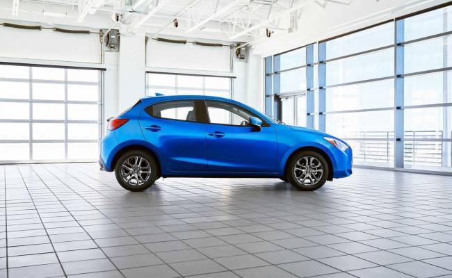 Новое поколение Toyota Yaris оказалось близнецом Mazda 2