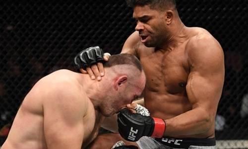 «Вынес коленом». Видео мощного нокаута в главном бою Оверим — Олейник турнира UFC с участием уроженца Казахстана