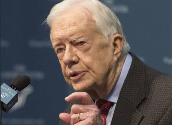 Экс-президент США Джимми Картер сломал шейку бедра во время охоты