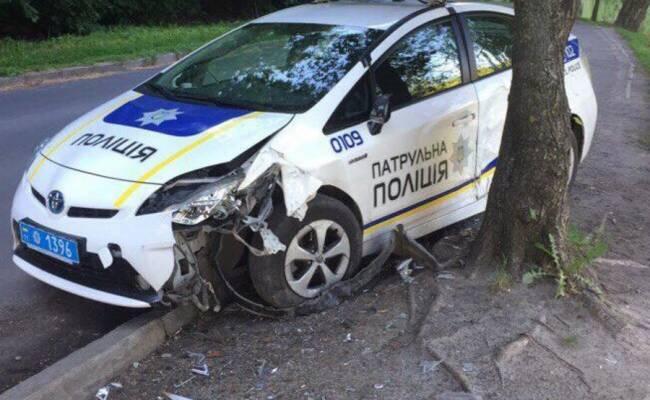 Новые украинские полицейские разбили больше половины патрульных Приусов