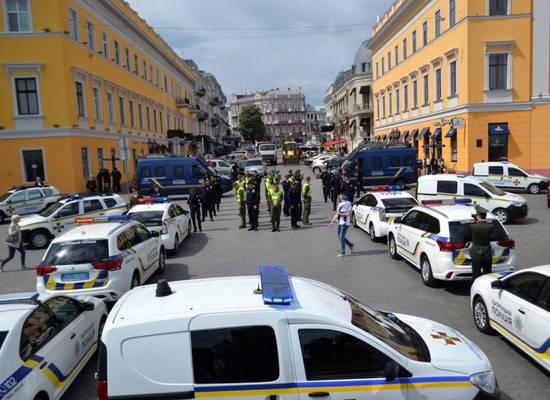Полицейские в Одессе выстроились в форме фаллического символа