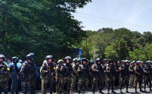 Установка дорожного знака между Чечней и Дагестаном вызвала народные волнения (ВИДЕО)