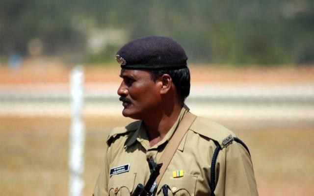 Пятеро полицейских погибли в Индии при атаке террористов - СМИ
