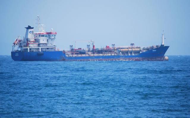 СМИ: на пострадавшем в Оманском заливе танкере были россияне