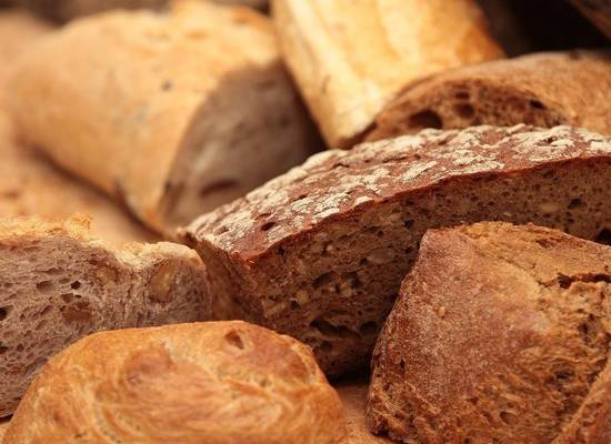 Роспотребнадзор рассказал, как правильно выбирать хлеб