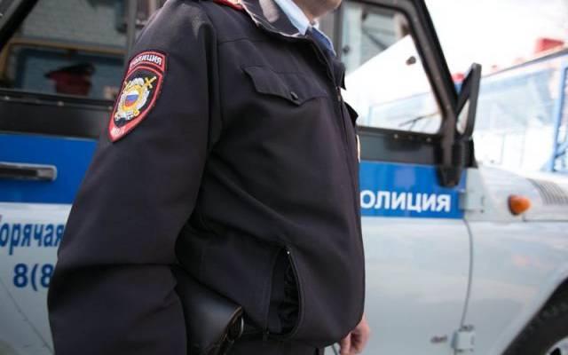 В Тюмени пенсионер закидал полицейских банками с вареньем
