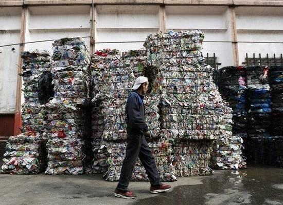 СМИ: Минприроды планирует заставить бизнес оплатить мусорную реформу