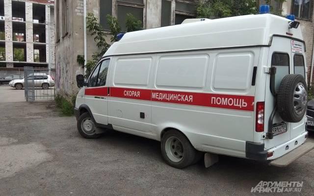 Мужчина ранил женщину ножом в шею в Москве