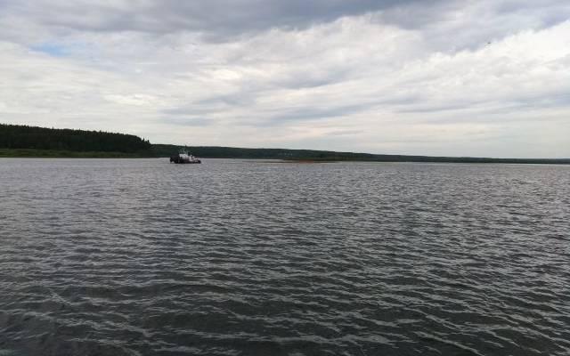 Один человек пропал после столкновения катера и танкера на Енисее