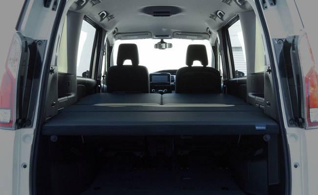 У минивэна Nissan Serena появилась версия со встроенной кроватью