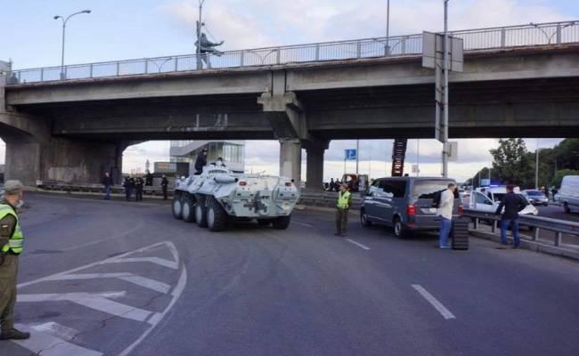 В Киеве неизвестный с оружием угрожал взорвать центральный мост с линией метро (ФОТО, ВИДЕО)
