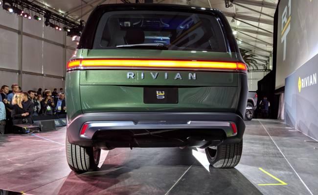 Amazon заказал 100 000 электрических фургонов Rivian