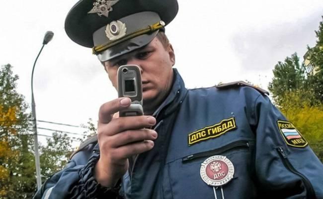 ГИБДД: предъявлять водительское удостоверение можно будет при помощи смартфона