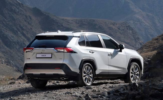 Toyota показала RAV4 Plug-in Hybrid, который сможет ездить на электротяге