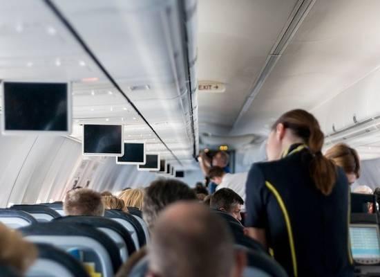 Стюардесса раскрыла сексуальные предпочтения пассажиров в полете