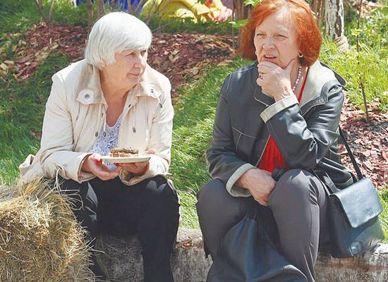 """""""Дочка, сходи за хлебушком"""": соседи как подспорье для проблемных стариков"""