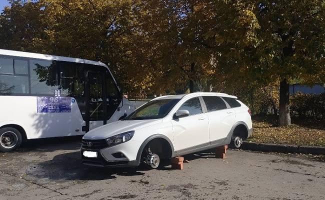 Росгвардейцы поймали банду, воровавшую колеса с Lada Vesta