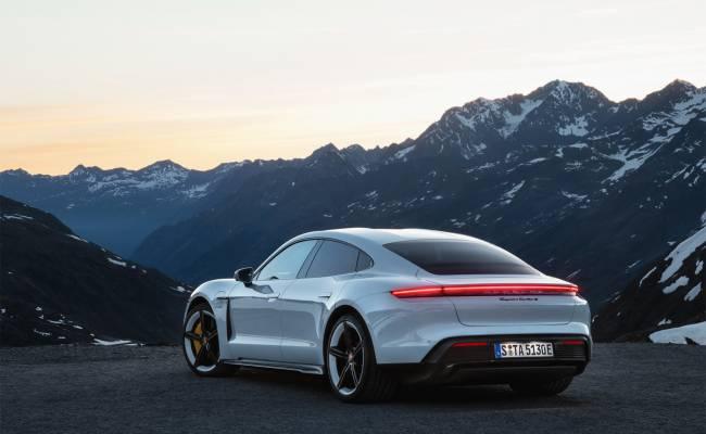 Автобаттл: новейший электромобиль Porsche против Tesla Model S (ВИДЕО)