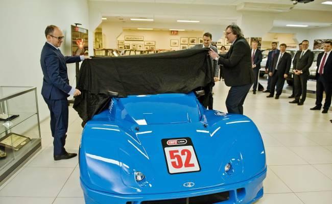 Работник АвтоВАЗа подарил музею завода спорткар Lada Revolution
