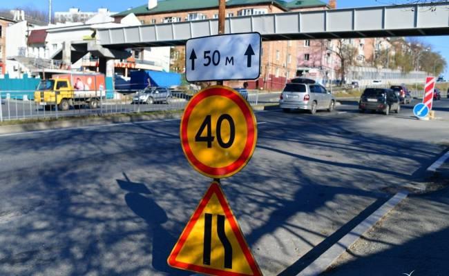 Балку нового пешеходного виадука установили на улице Олега Кошевого во Владивостоке