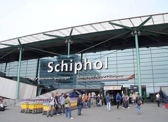 Сообщение о захвате самолета в амстердамском аэропорту оказалось ложными