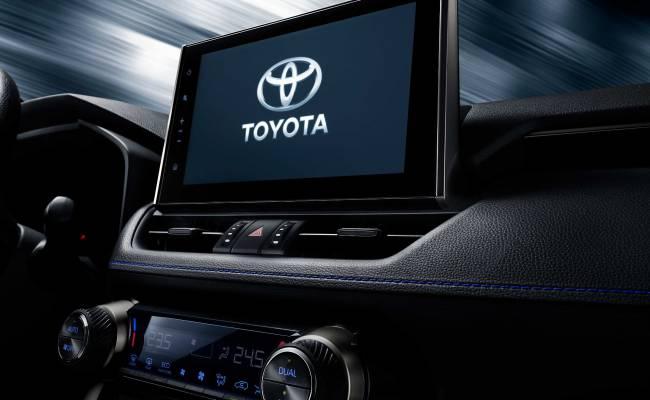 Toyota показала тизеры нового кроссовера на базе RAV4
