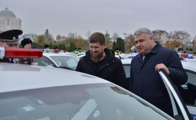 Полиция Чечни получила сразу 98 новых патрульных Октавий (ФОТО)