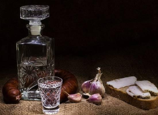 В России собрались запрещать водку с сусальным золотом и монетами