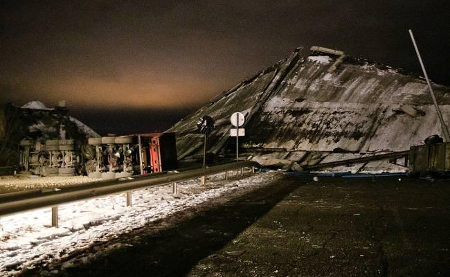 Два крутых видео об обрушении моста в Оренбурге