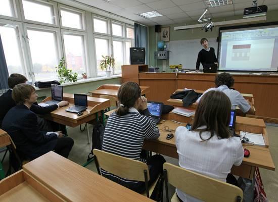 Российским учителям предложили выравнять зарплаты