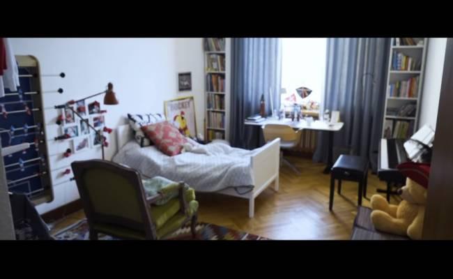 Шепелев показал квартиру, в которой живет с новой семьей