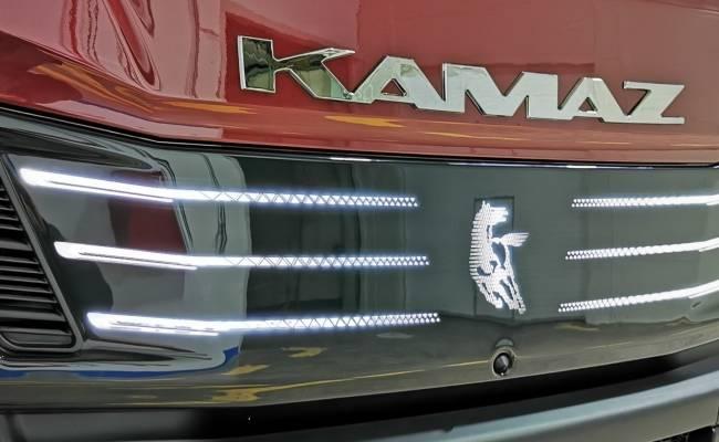 КАМАЗ в честь своего 50-летия создал самый крутой тягач в своей истории (ФОТО, ВИДЕО)