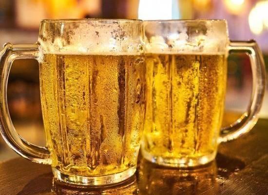Роспотребнадзор рассказал, как выбирать алкоголь на Новый год