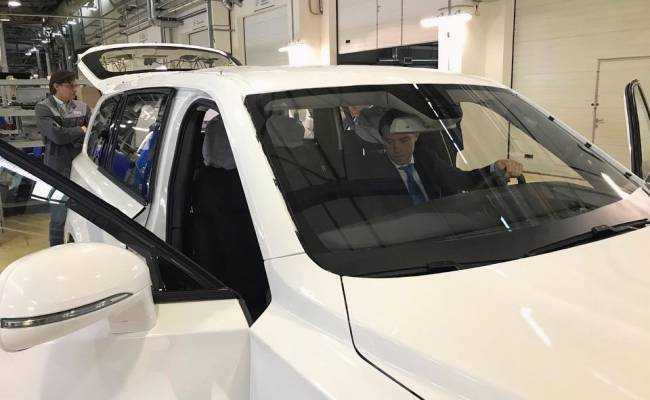 Внедорожник Aurus Komendant впервые засняли на дорогах общего пользования