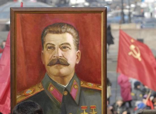 """Депутат предложил повесить портрет Сталина на ГУМе ради """"отцов и дедов"""""""