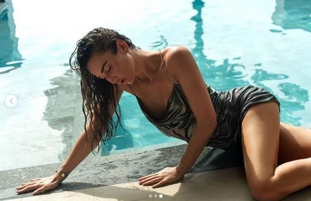 Бузова показала «горячие» кадры в мокром купальнике и рассмешила россиян