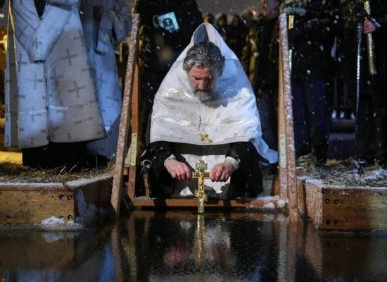 Крещение 2020: как себя вести и где купаться теплой зимой