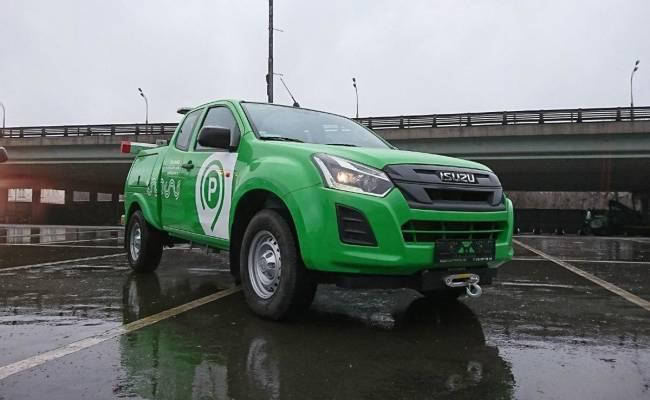 Власти Москвы вооружились новыми легковыми эвакуаторами