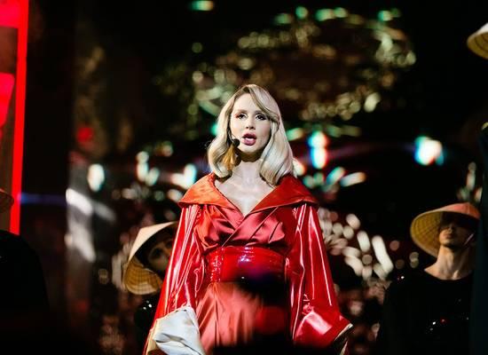 «Санитаров сюда!»: Дикий танец Лободы в ультракоротком платье поразил фанатов