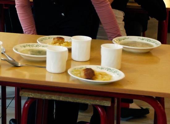 Бесплатного питания мало: в школьных столовых нашли еще одну проблему
