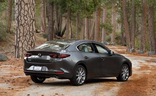 В России отзывают Mazda 3 нового поколения
