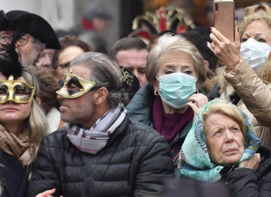 Карнавала не будет: коронавирус наступает на Европу с итальянского севера