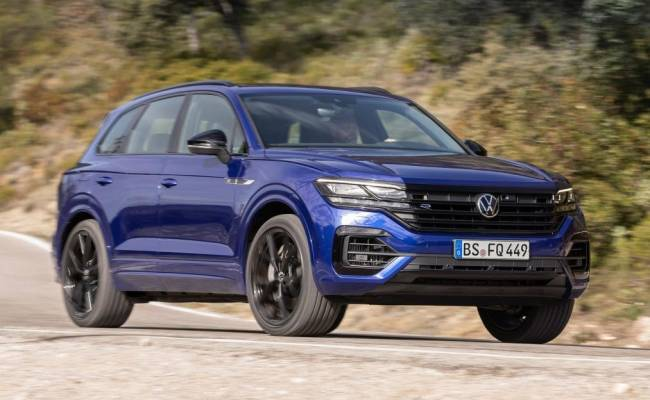 Volkswagen представил 462-сильный кроссовер Touareg R. Его можно заряжать от розетки