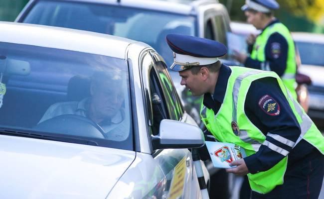 Сотрудники ГИБДД будут меньше общаться с водителями из-за коронавируса