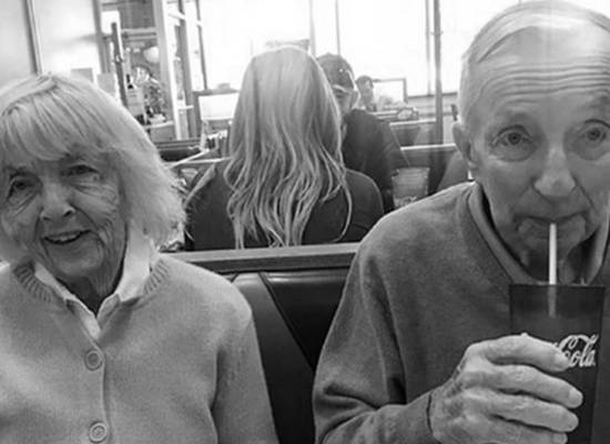 В США прожившие вместе 65 лет супруги скончались от коронавируса